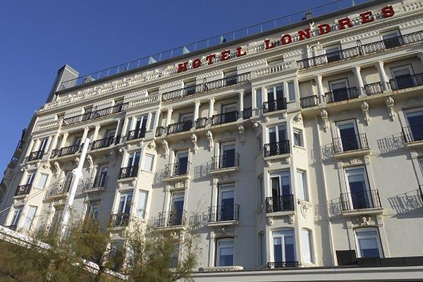 herreria de donostia san sebastian lleva a cabo la renovacion de los balcones del hotel de londres